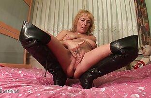 Tiny Hot Wife se fait percer par une grosse bite sur une chaise fille nue 18