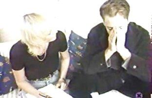 Chatte blonde sexy a mangé et baisé en levrette dans le vestiaire fille nue public