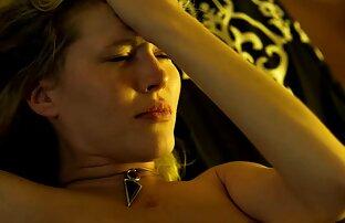 WANKZ- Ado blonde chaude aimant une bite étrange plage fille nue
