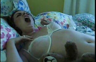 Asiatique aux fille rousse nu grosses lèvres se fait défoncer la chatte très fort