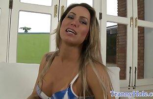 AllGirlMassage Mindy Mink fait lécher les orteils filles nues petits seins de sa belle-fille