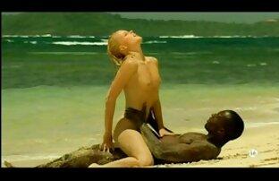 Baise érotique avec une black chaude les plus beau sein nue
