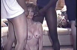 Un femmes nues petits seins étudiant étranger séduit le tuteur.