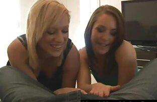 Lesbiennes trio très jolies filles nues