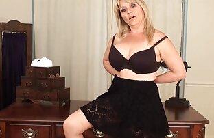 Euro milf Ria Black frotte fille nue 974 sa culotte en coton blanc