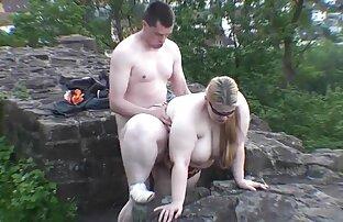 Son amant attendait en sous-vêtements femme nu blonde