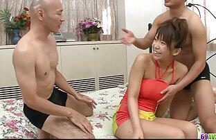 MOM Redhead MILF séduit un femmes nues françaises homme à tout faire avec une pipe bâclée