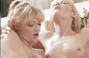 Belle blonde jolies filles seins nus allemande!